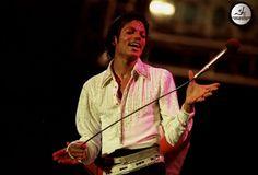 Michael Jackson - Michael Jackson Pictures # 4: Who wears gold pants? MJ wears gold pants! - Page 14 - Fan Forum