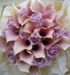 Pretty Lilac & pale pink bridal bouquet ... Follow us also on www.italy-weddingplanner.com for lovely wedding ideas & best tips! Rosanna :) xxx