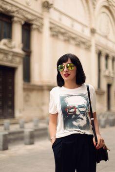 laura lazar tee Romanian People, Ray Ban Glasses, Ray Ban Outlet, Cheap Ray Bans, Wayfarer Sunglasses, Mens Suits, Hipster, Punk, Singer