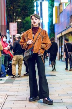 The Best Street Style From Tokyo Fashion Week Spring 2019 - Vogue Japan Street Fashion, Tokyo Fashion, Harajuku Fashion, Fashion Week, Funky Fashion, India Fashion, Fashion Spring, Hijab Fashion, Fashion Styles