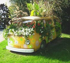 Good morning guys 🌼 here's a cute little kombi to start your day 🌈  @hippieblvd #nature #vw #VWBus #peace #hippie #liveauthentic #style #love