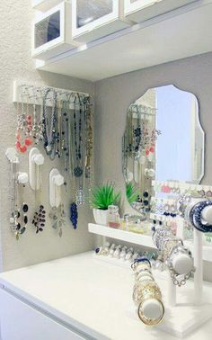 Jewelry Storage Master Closet Necklaces IH - Sharing some Bedroom Closet Organization Ideas to get you motivated and inspired to get your day off on a great start. Master Closet, Closet Bedroom, Closet Space, Closet Nook, Closet Redo, Closet Vanity, Closet Remodel, Organizar Closet, Ideas Para Organizar