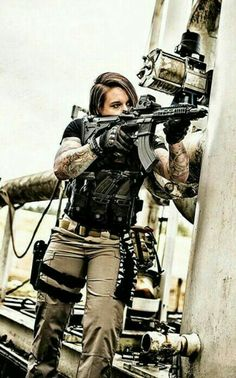Female Afghanistan Veteran 🇺🇸Kinessa Johnson 🇺🇸from Yelm, Washington state, works for the Veterans Empowered to Protect African Wildlife (VETPAW), training park Rangers to catch the animal hunters. Female Soldier, Army Soldier, Military Girl, Warrior Girl, Military Women, Action Poses, Badass Women, Armed Forces, Pinup