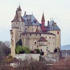Another view of Menthon Saint Bernard Chateau above Annecy lake south of Annecy in the Haute-Savoie department of France. Chateau Medieval, Medieval Castle, Medieval Wedding, Gothic Wedding, Castle Ruins, Castle House, Beautiful Castles, Beautiful Buildings, French Castles