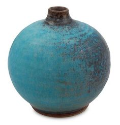 Thailand's Duangkamol creates the illusion of an ancient #vase with this attractive ceramic design.