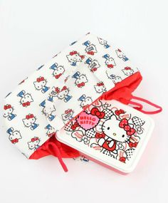 All packed and ready for lunch! Adorable #HelloKitty lunch bags and containers...