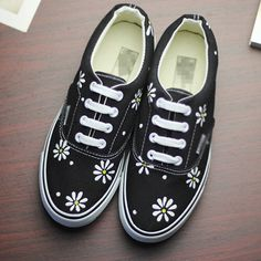 Fashion fresh HARAJUKU low-top shoes black little daisy vintage shoes hand-painted shoes shallow mouth canvas shoes lacing yezzy