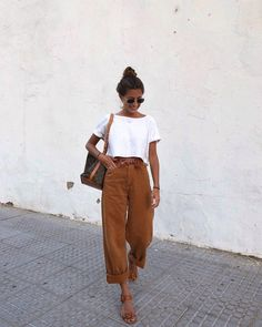 Zomer outfit zomer capsule white shirt brown pants sandals bag sunglasses ootd what to wear spring outfit summer outfit 150 pretty casual shorts summer outfit combinations 81 Mode Outfits, Fashion Outfits, Womens Fashion, Camel Outfits, Fashion Ideas, White Outfits, Fashion Tips, All White Outfit, Fashion Hacks