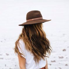 hat style & wavy hair.