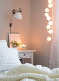 How I redid my bedroom to make it look beautiful Small Bedroom Ideas On A Budget, Cozy Small Bedrooms, Small Room Bedroom, Bedroom Decor, Cosy Bedroom Warm, Cosy Room, Contemporary Bedroom, Modern Bedroom, Minimalist Bedroom Small