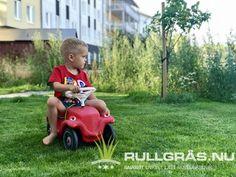 Gräsmattan la vi ut i november och hela sommaren har barnen spelat fotboll och kört runt med bilrace. Riktig stålmatta! Rullgräs.nu masterline premium Barn, November, November Born, Converted Barn, Barns, Shed, Sheds