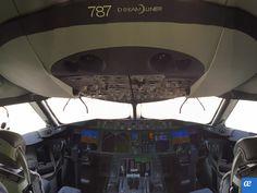 ¿No oléis a nuevo?, nuestro Boeing 787 está de camino para comenzar a hacer volar vuestras ilusiones. Illusions, Drive Way