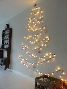 Bekijk de foto van noekwonen met als titel NOEK! Superidee voor een alternatieve kerstboom. En deze kerstboom neemt vrijwel geen ruimte in. en andere inspirerende plaatjes op Welke.nl.