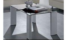 Mesa de centro lacada en blanco con cristal negro.