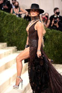 Jennifer Lopez, Dsw Shoes, Ralph Lauren Style, Cowgirl Hats, Celebrity Style, Celebrity Beauty, Celebrities, Formal Dresses, Stylists
