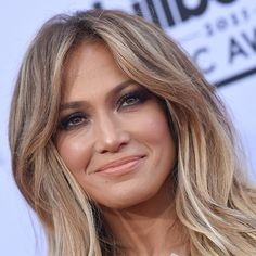 That skin! Those eyes! Jennifer Lopez slays us every time. #FallMakeup #CelebrityStyle #JenniferLopez