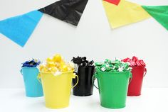 DIY Olympic rings inspired candy bar for Olympics parties! Olympic Idea, Olympic Games, Office Olympics, Summer Olympics, Olympic Crafts, Sports Party, Candy Buffet, Candy Table, Diy Crafts