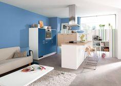 Blaue Küche mit Theke