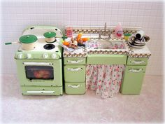 Dollhouse miniature kitchen Sink Unit and cooker in green and white