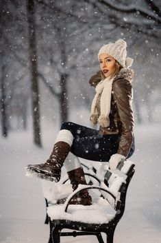 Snow photography best shoot and pose ideas 46 - Creative Maxx Ideas Snow Senior Pictures, Winter Snow Pictures, Senior Photos, Photo Adolescent, Snow Photography, Levitation Photography, Exposure Photography, Abstract Photography, Snow Girl