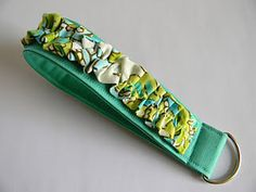tutorial - new and improved ruffled wristlets