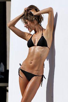 Alessandra Ambrosio Photos - Alessandra Ambrosio is seen doing a bikini photo shoot at the beach in Malibu. - Alessandra Ambrosio Poses in a Bikini Bikini Babes, Bikini Swimwear, Bikini Girls, Swimsuits, Alessandra Ambrosio, Squat, Bikinis String, Training Fitness, Body Training