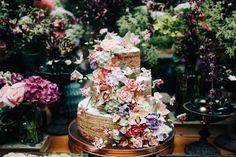 A Piece of Cake surgiu quando Julie Orberg Piovezanni e Carola Gouvêa decidiram abandonar as áreas de marketing e mercado financeiro para se dedicar à paixão pela confeitaria. Tudo começou de maneira despretensiosa, em cozinhas improvisadas na casa de seus avós. E, com a missão de aliar a criatividade ao sabor, não demorou para que Julie e Carola começassem a receber muitas encomendas. Quando perceberam, a Piece of Cake já era expert em criar bolos e doces para casamentos e ocasiões…