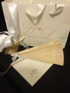 Kit wedding busta personalizzata fiocco macchina bolle di sapone libretto messa ventaglio profumatore scatolina portariso