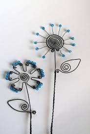 Výsledek obrázku pro návod na drátovaný zápich Wire Flowers, Glass Flowers, Wire Crafts, Fun Crafts, Hippie Crafts, Wire Tree Sculpture, Wire Trees, Bike Art, Driftwood Art