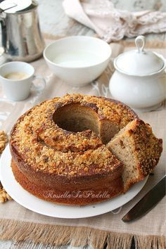 Ciambella al caffè e noci dolce da colazione