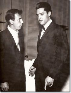 July 1960 Elvis Prsley and Bobby Darin 8 Photographs – Elvis Presley Rare Elvis Photos, Elvis Presley Photos, Rare Photos, George Burns, Bobby Darin, Popular Bands, Sandra Dee, King Of The World, Pop Rock Bands