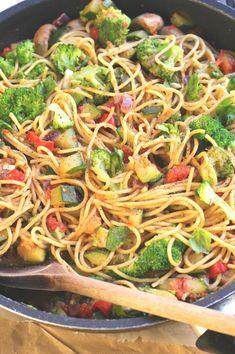 These Vegan Pasta Recipes are full of healthy veggies and are super creamy. From simple one pot to pesto pasta, you'll find your favorite for sure! Healthy Pasta Dishes, Vegan Pasta, Healthy Pastas, Vegan Dishes, Mcdougall Recipes, Mcdougall Diet, Skinny Pasta, Vegetarian Recipes, Healthy Recipes