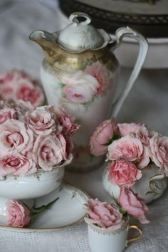 Shabby chic & pink roses