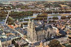 Jolie vue de drône au dessus de la cathédrale de Tours
