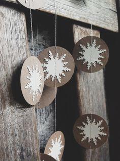 Paper White Winter Snowflake Garland #pinparty