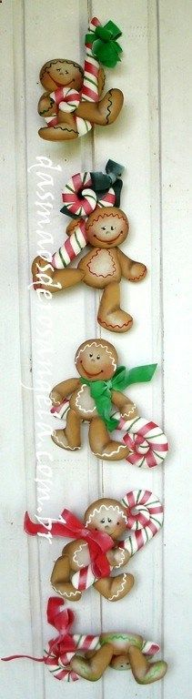 aren't these guys the cutest things? Sadly, the site is NOT in English, but I still admire the talent used to create them. Gingerbread Ornaments, Christmas Gingerbread, Christmas Love, All Things Christmas, Christmas Holidays, Christmas Decorations, Xmas, Christmas Ornaments, Man Crafts