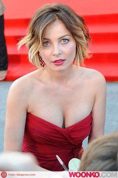 violante placido   violante-placido-hot-seno-scollatura-look-red-carpet-festival-cinema ...