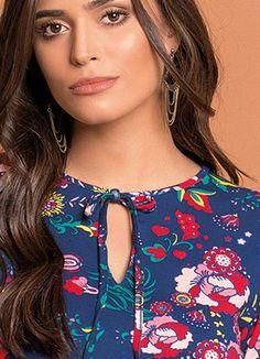 Blusa Floral Mangas 7/8 - Posthaus Outlet, Ideias Fashion, Blouses, Tops, Women, Neckline, Down Jackets, Women's Cropped Jeans, Floral Prints