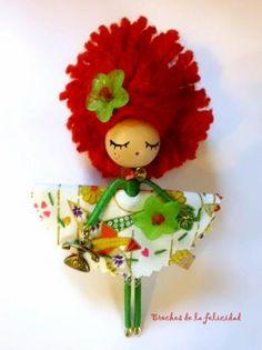 broche muñeca, colección coletas. broche muñeca/doll brooch madera,tela,pintura totalmente a mano