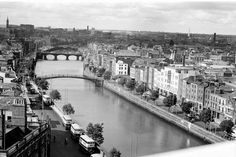 Ha'penny Bridge View of Ha'penny Bridge looking west from a rooftop above Aston Quay. Old Pictures, Old Photos, Vintage Photos, Photo Engraving, Dublin City, Great Britain, Rooftop, Ireland, Skyline