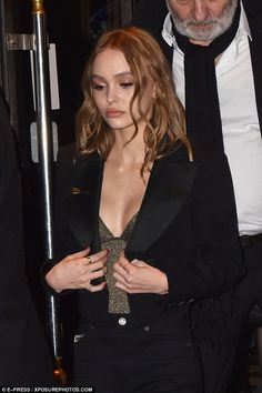 Famous parents: Talking of Johnny, and Vanessa, the young beauty revealed: 'My par. # young Parenting Lily-Rose Depp looks effortless in a gold top at Planetarium premiere Vanessa Paradis, Lily Rose Depp Style, Lily Rose Melody Depp, Pretty People, Beautiful People, Lily Depp, Iconic Women, Facon, Girl Crushes