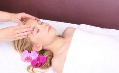 Door je kind te masseren vervul je een van de eerste levensbehoeftes, namelijk liefdevolle aanraking. Massage brengt ontspanning en rust, stimuleert het zelfvertrouwen en zorgt voor een aanvaardbaar lichaamsbeeld. Maar massage is ook gewoon prettig en een gezellig, knus moment dat jullie relatie veel goed kan doen. De sociale vaardigheden worden tijdens massage geoefend door middel van gesprek en lichaamstaal, maar massage kan ook het concentratievermogen van zowel ouder als kind verhogen.
