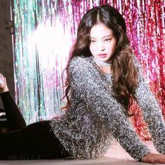 Jennie for chanel Kim Jennie, Kpop Girl Groups, Kpop Girls, Pretty Gif, Divas, Solo Photo, Rapper, Chanel Beauty, Photo Couple