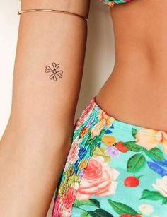 Tatouage discret sur le bras