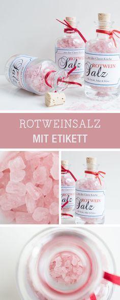 Rezeptidee und Geschenkidee: Rotweinsalz in kleinen Flaschen mit individuellem Etikett / recipe inspiration: infused salt with red wine via DaWanda.com