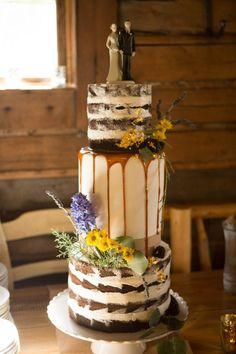 rustic drip cake with wildflowers