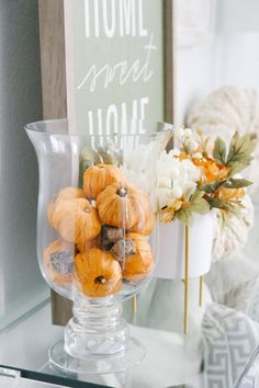 Simple Fall Decor Touches for The Entry Easy and simple Fall decor ideas to incorporate into your entry for Fall. Full source list and how to use fall decor pieces into your home. Fall Home Decor, Autumn Home, Diy Home Decor, Fall Bedroom Decor, Thanksgiving Decorations, Seasonal Decor, Autumn Decorations, Thanksgiving Holiday, House Decorations