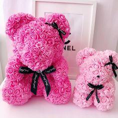 """Rozsamaci Magyarorszag 🇭🇺 on Instagram: """"💝 Kis és nagy rozsamacink pink színben 💝2019 legtrendibb és legaranyosabb ajándéka! Rendeln bátran! Exkluzív csomagolásban! Gyönyörű írok…"""" Gift Bouquet, Candy Bouquet, Valentines Flowers, Valentines Diy, Galentines Day Ideas, Teddy Bear Gifts, Romantic Surprise, Foam Roses, Gifts For Mom"""