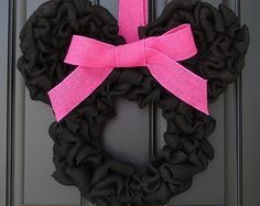 Disney Inspired Minnie Mouse Burlap Door Wreath by BenvenutiACasa Minnie Birthday, Minnie Mouse Party, Disney Diy, Disney Crafts, Deco Mesh Wreaths, Door Wreaths, Burlap Wreaths, Tulle Wreath, Burlap Ribbon