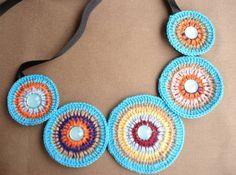 Colar Crochet Mandalas Feito a mão linha 100% algodão crochet com apliques de pedras acrílcas Sob encomenda Fazemos qualquer cor - a escolher R$ 65,12